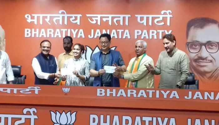 Wrestler Babita Phogat, Mahavir Singh Phogat join BJP