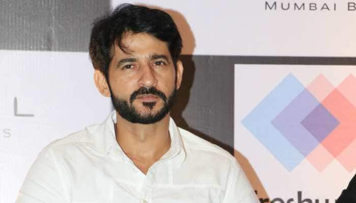 Theatre gives courage and confidence to act: Hiten Tejwani