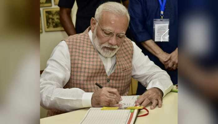 What PM Modi wrote in visitor's book after Ganesha darshan in Mumbai
