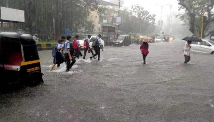 Mumbai: 5 injured after car, auto collide near Kharegaon