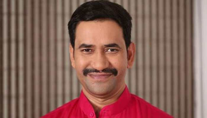 Dinesh Lal Yadav shares a pic from the sets of Nirahua The Leader- See pic