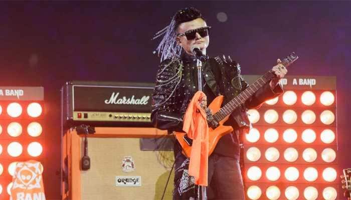 Tearful Jack Ma bids Alibaba farewell with rock star show