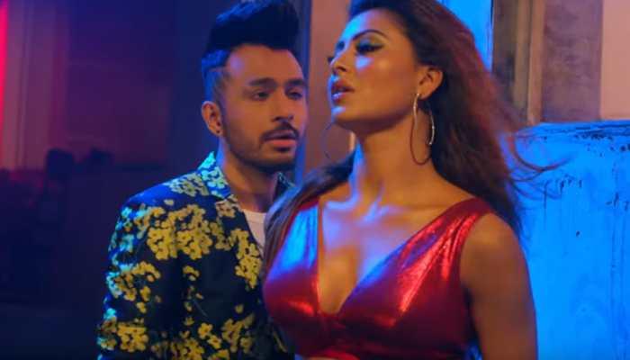 Urvashi Rautela's kickass dance moves in Tony Kakkar's 'Bijli Ki Taar' song set YouTube on fire—Watch