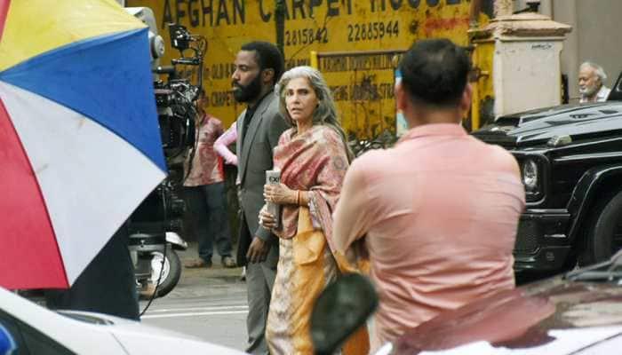 Dimple Kapadia shoots with Christopher Nolan, John David Washington on Mumbai streets, pics go viral