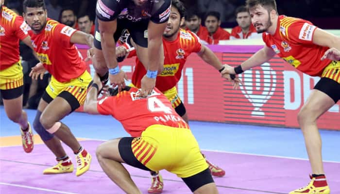 Pro Kabaddi League: All-round U Mumba beat Gujarat Fortunegiants 31-25