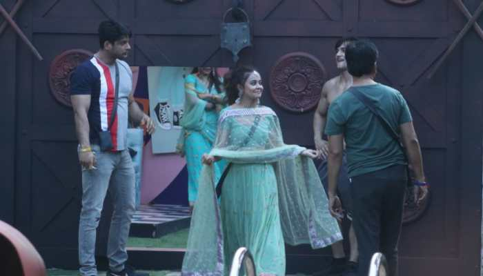 Bigg Boss 13 Day 9 written updates: Hunt for Rani No. 1 begins!