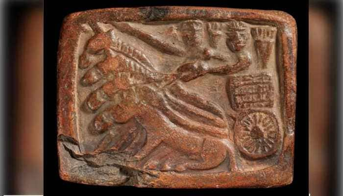 Does this terracotta tablet from around 1,000 BCE depict Lord Krishna and Arjuna?