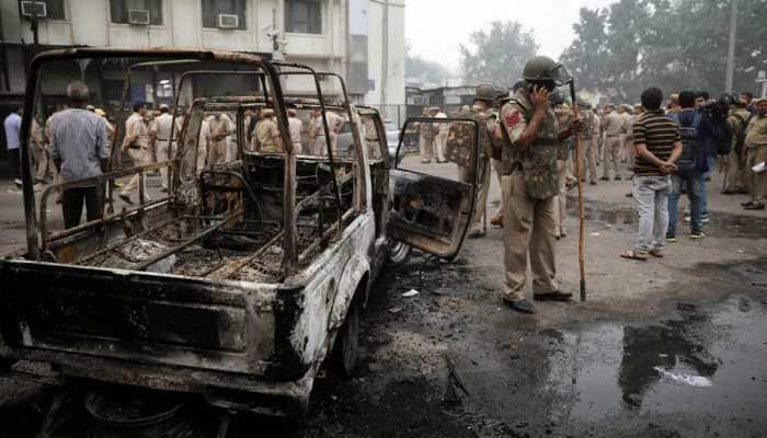 Delhi HC orders immediate suspension of two police officials, judicial inquiry in Tis Hazari scuffle