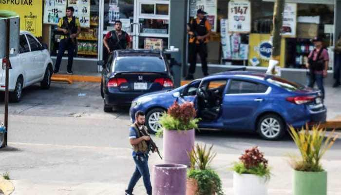 10 suspected cartel gunmen, 2 cops killed during gunfight in northern Mexico town