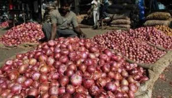 Stampede over shortage of onions at Rythu bazaar in Andhra Pradesh