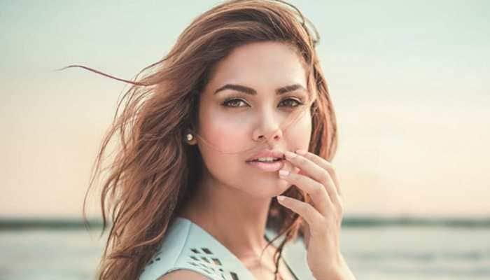 Esha Gupta sizzles in steamy Saturday posts
