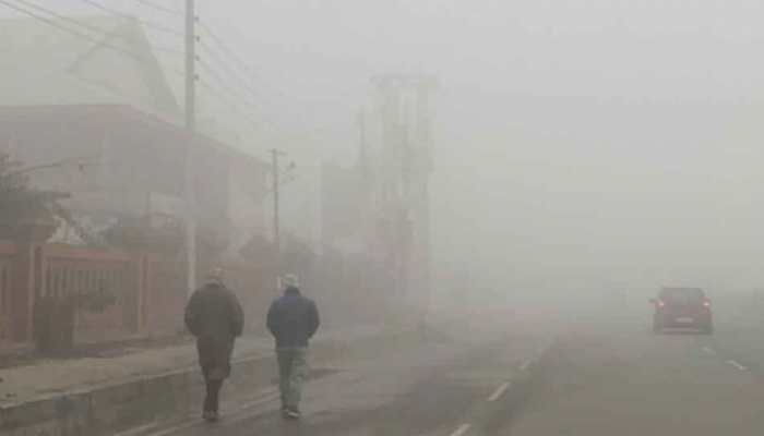 Schools shut, flight operations remain suspended due to heavy fog in Kashmir