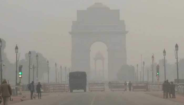 Foggy morning in Delhi, but air quality improves marginally after increase in wind speed