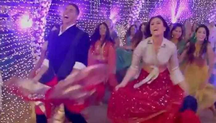 Laal Ghaghra song: Akshay Kumar-Kareena Kapoor locked in a battle of 'ghagras'