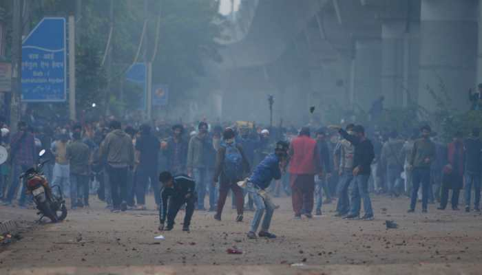 31 cops, 67 people injured, 34 vehicles vandalised, 47 detained: Delhi Police submits report to MHA on Jamia violence