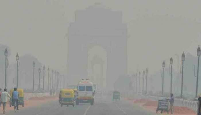 Dense fog engulfs Delhi, AQI dips to 'hazardous' level