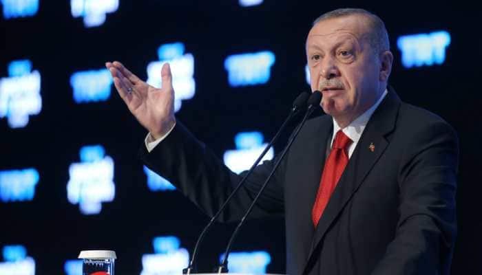 Turkey's President Tayyip Erdogan discusses Libya ceasefire during surprise Tunisia trip