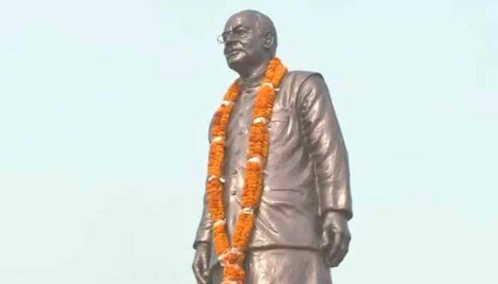 Nitish Kumar unveils statue of Arun Jaitley in Patna