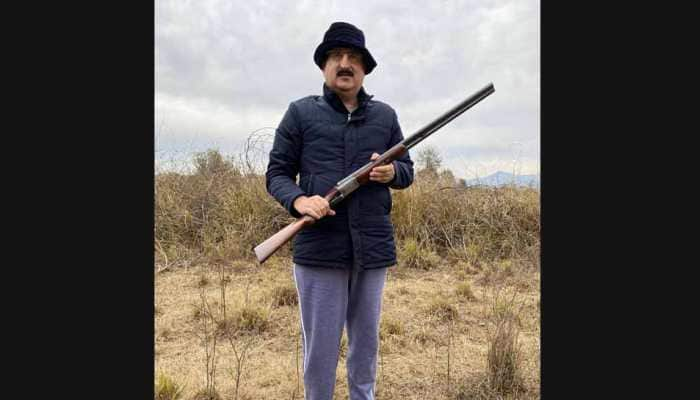 Twitter roasts Pakistan occupied Kashmir minister Mushtaq Minhas for challenging Indian Army Chief General MM Naravane with shotgun