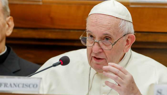 Pope Francis sides with traditionalists on priest celibacy