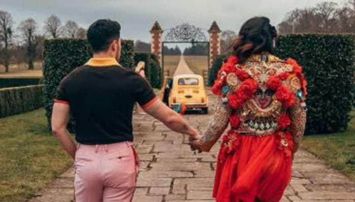 This pic of Priyanka Chopra and Nick Jonas calls for a freeze-frame. Isn't it romantic?
