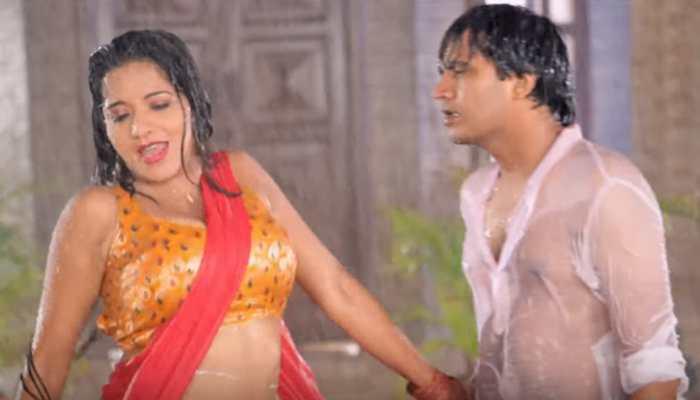 Monalisa oozes oomph in this throwback Bhojpuri song 'Dehiyan Mein Agiya Lagawata E Paniya' - Watch