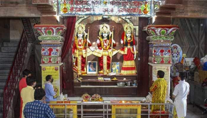 Bhojpuri superstars Pawan Singh, Aamrapali Dubey and Akshara Singh wish 'Happy Ram Navami' on social media