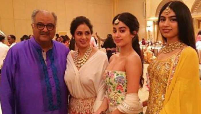 This happy throwback pic of Jahnvi Kapoor and Khushi with Sridevi and Boney Kapoor will make you emotional