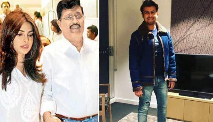 Viral: Sonu Nigam posts old video of Priyanka Chopra's father, late Dr Ashok Chopra singing on stage - Watch