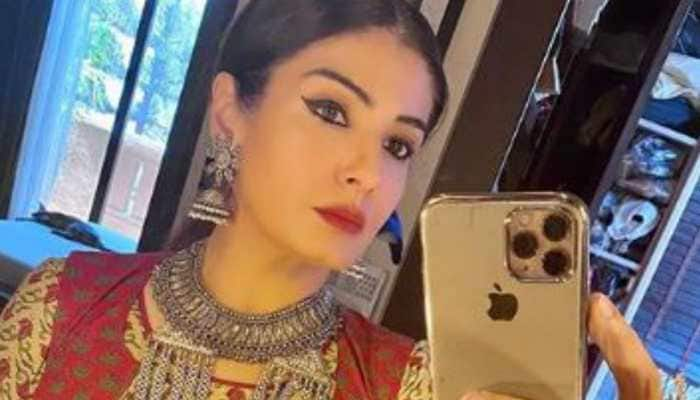 Bollywood news: Raveena Tandon shoots for PM Cares show maintaining social distancing