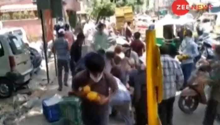 People loot mangoes worth nearly Rs 30000 from poor Delhi hawker, video goes viral