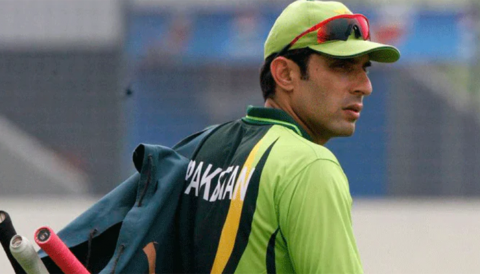 Make bowlers wear masks to stop them from using saliva 'instinctively': Misbah-ul-Haq tells ICC