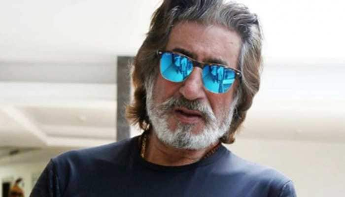 Viral: This video of veteran actor Shakti Kapoor taking a trash bin to buy liquor will leave you in splits! - Watch