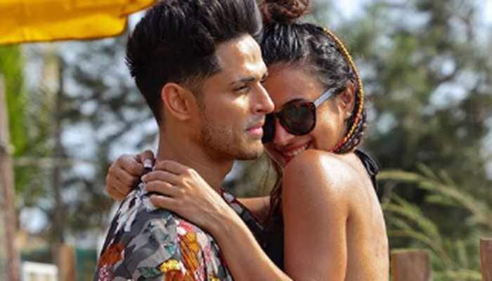 Bigg Boss 11 fame Benafsha Soonawalla and boyfriend Priyank Sharma's mushy pics are too hot to handle!