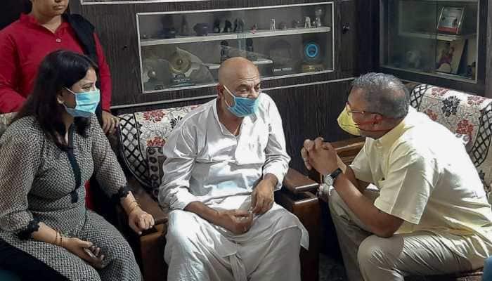 Nana Patekar meets Sushant Singh Rajput's family in Patna, pays tribute
