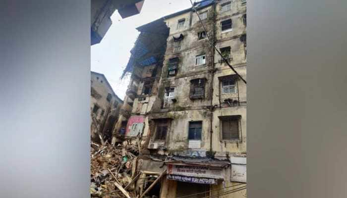 Four killed as portion of old six-storey building collapses in Mumbai's Fort area, second incident on Thursday