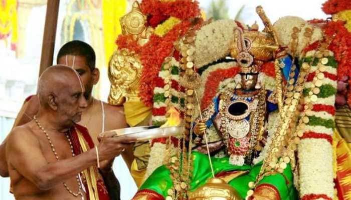 Former chief priest of Tirumala Sri Venkateshwara Swami Temple, Srinivasa Murthy Deekshitulu, dies due to COVID-19