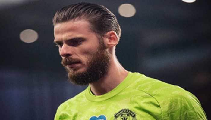 Leicester keeper Kasper Schmeichel defends under-fire Manchester United's David de Gea