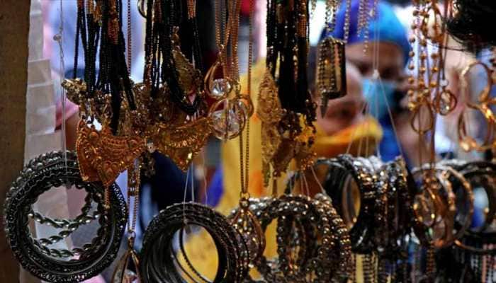 Kashmir markets reopen on eve of Eid amid COVID-19 concerns