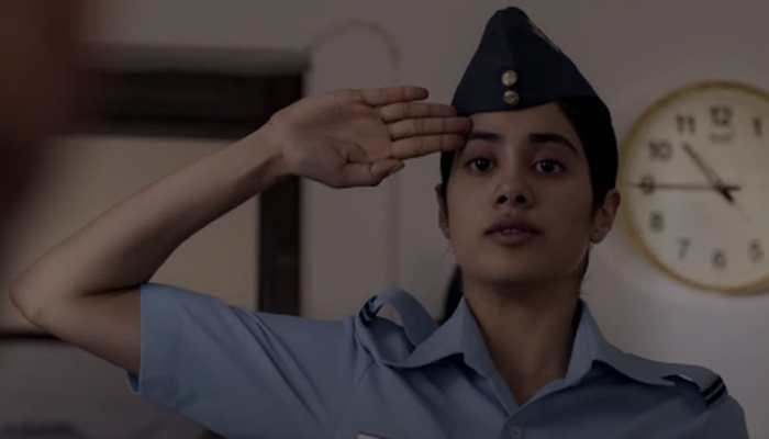 Janhvi Kapoor S Gunjan Saxena The Kargil Girl Trailer Takes Off On A High Note Watch Movies News Zee News