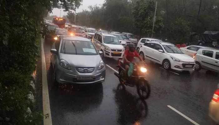 Heavy rains lash Delhi-NCR, waterlogging disrupts traffic in several parts