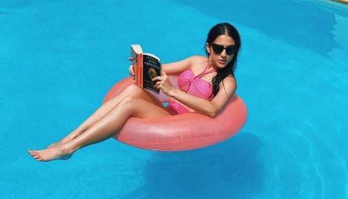 Gulab in Gulabi on Gulabo: Sara Ali Khan makes a pink splash on Instagram with some stunning pool pics