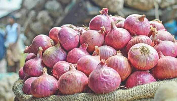 Ahead of Diwali, wholesale and retail prices of onion fall drastically, check rates