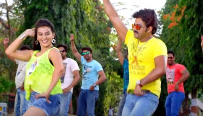 Pawan Singh and Akshara Singh's sensational throwback Bhojpuri song Maar Maar Ke Najariya goes viral - Watch