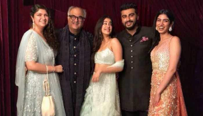 These pics of Arjun Kapoor, Janhvi, Khushi and Anshula with dad Boney Kapoor are priceless!