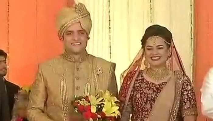 Celebrated IAS couple, Tina Dabi and Athar Amir, files for divorce