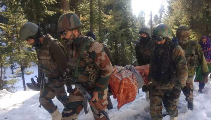Indian soldiers help Kashmiri woman and her newborn son, take them to their home safely