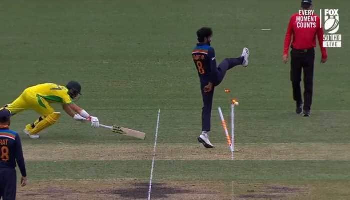 Australia vs India 2nd ODI, WATCH: Shreyas Iyer runs-out David Warner with missile throw
