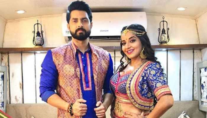 Bhojpuri bombshell Monalisa dancing with hubby Vikrant Singh on Neha Kakkar's 'Shona Shona' goes viral - Watch