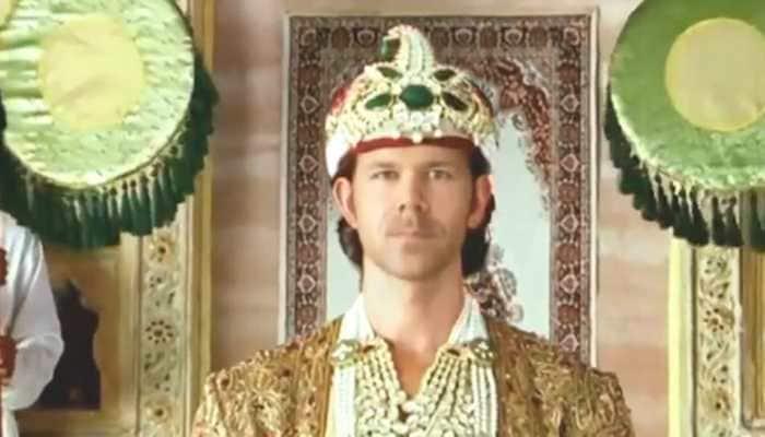 David Warner as Hrithik Roshan and Baahubali Prabhas? Watch these viral videos to believe your eyes!